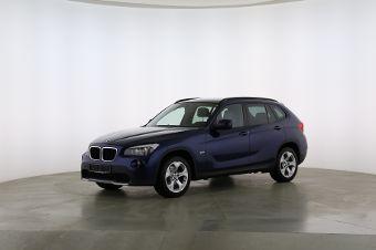 BMW X1 xDrive 20d Fahrerseite leicht seitlich von vorne, geschlossen