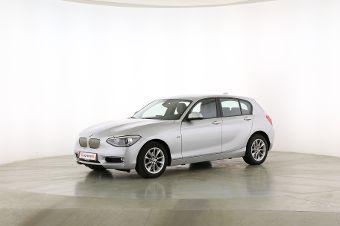 BMW 1er 120d  Fahrerseite leicht seitlich von vorne, geschlossen
