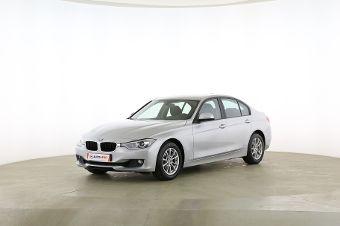 BMW 3er 320i Fahrerseite leicht seitlich von vorne, geschlossen