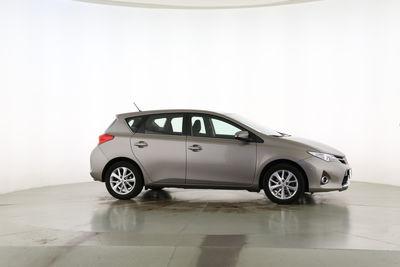 2013 Toyota Auris 1.6 START Edition von links hinten, geschlossen