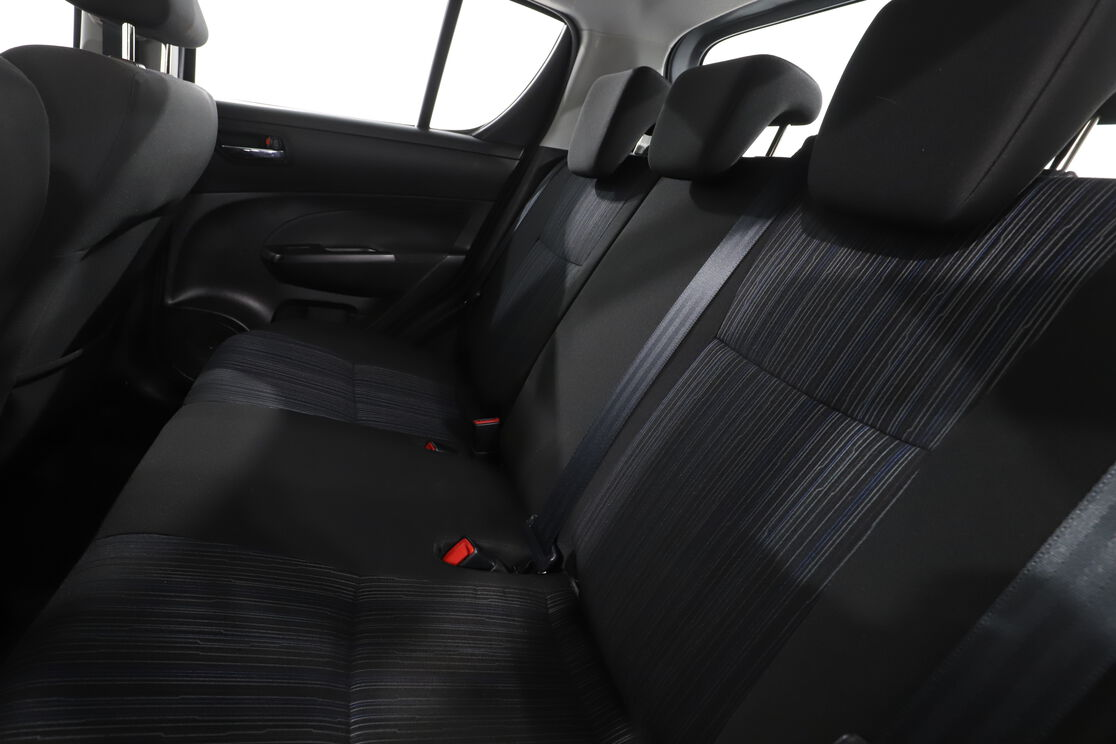 Innenraum der Fahrerseite vom Rücksitz