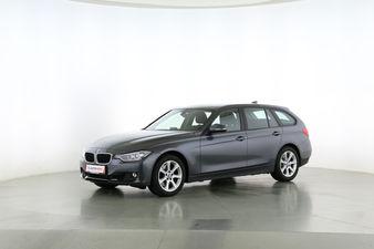 BMW 3er 330d XDrive Fahrerseite leicht seitlich von vorne, geschlossen