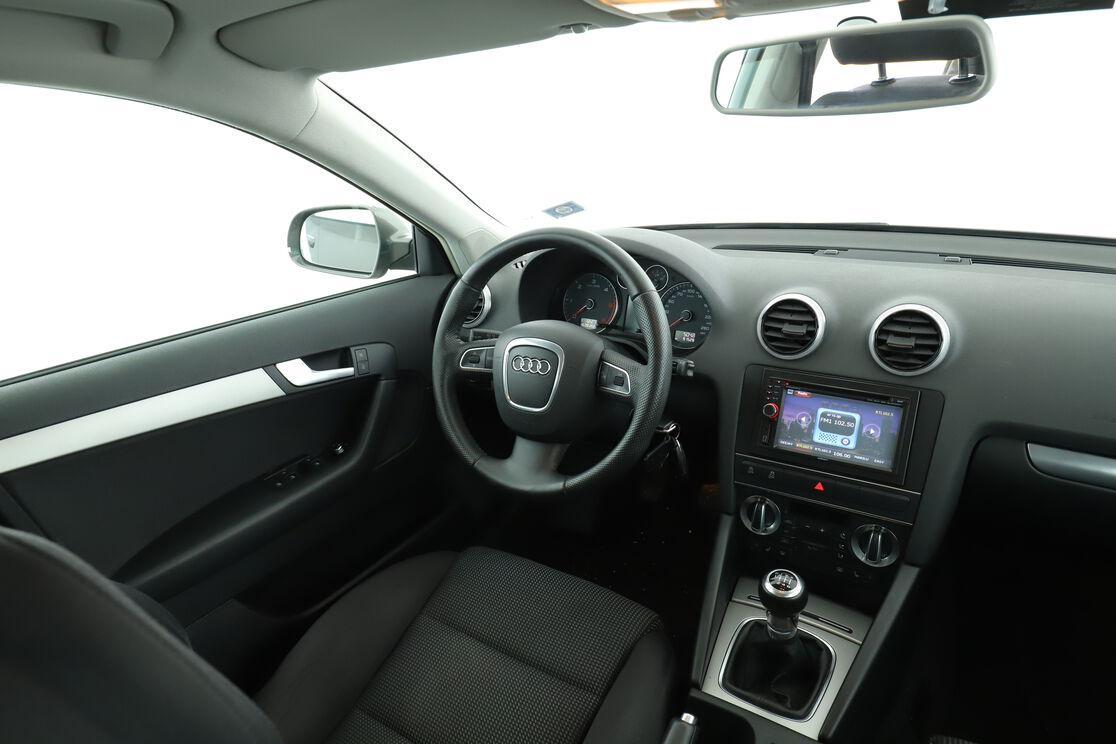 Interno lato guidatore, dal sedile posteriore