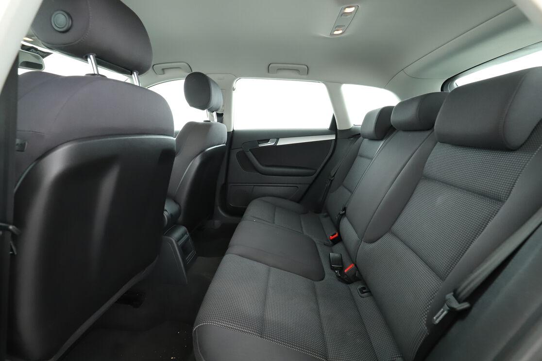 Interno sedili posteriori, dal lato guidatore