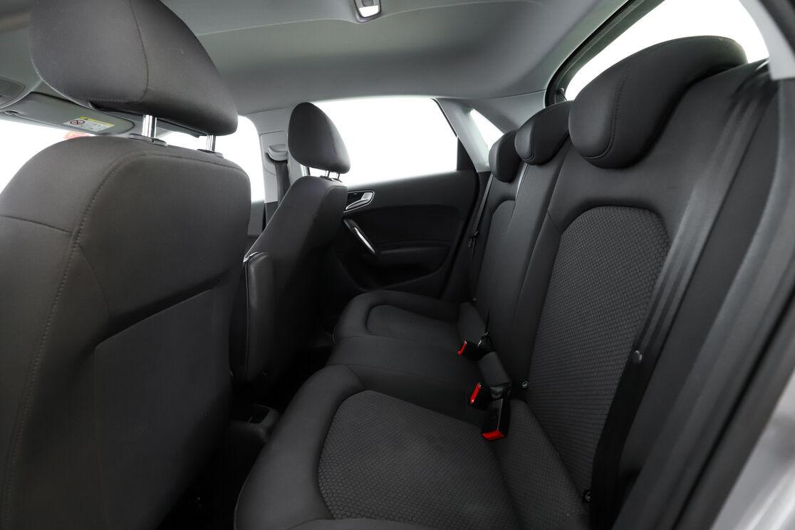 Interior asientos traseros lado del conductor