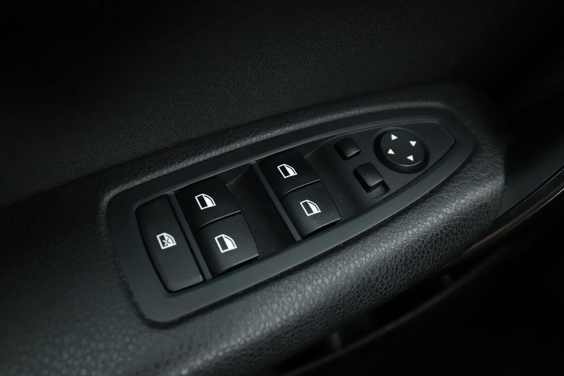 carDetails.imgAlt.highlight.5