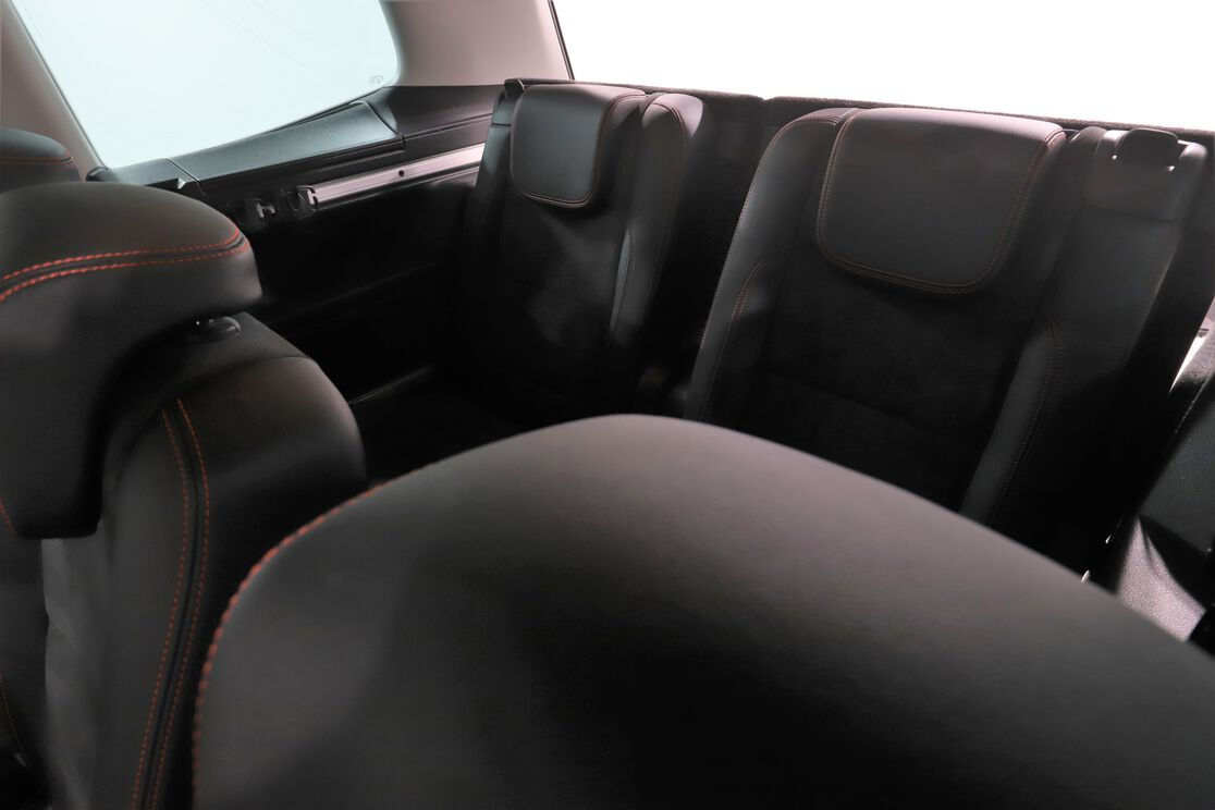 carDetails.imgAlt.interior.9
