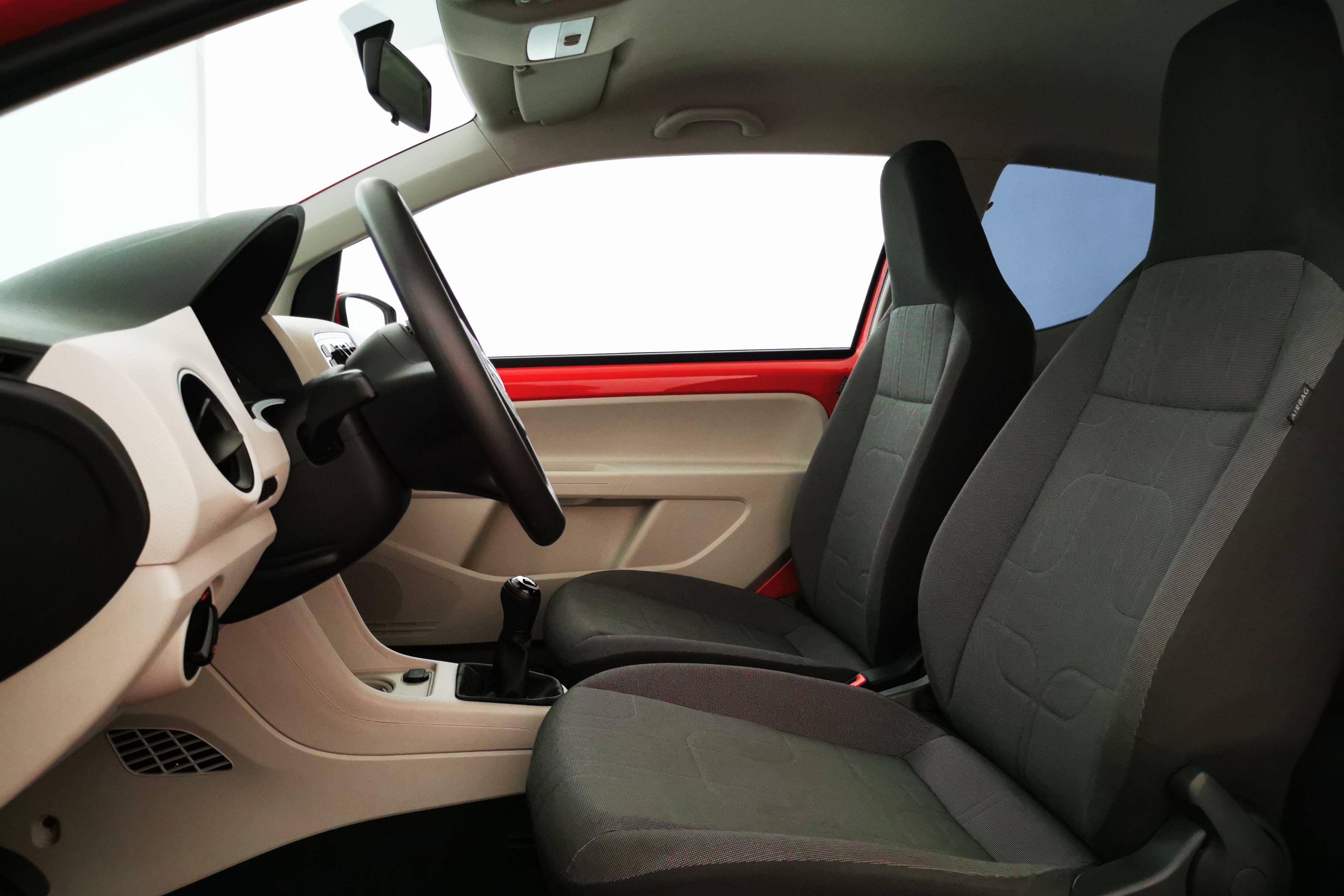 Innenraum auf der Fahrerseite 1