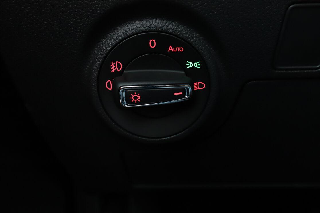 carDetails.imgAlt.highlight.8