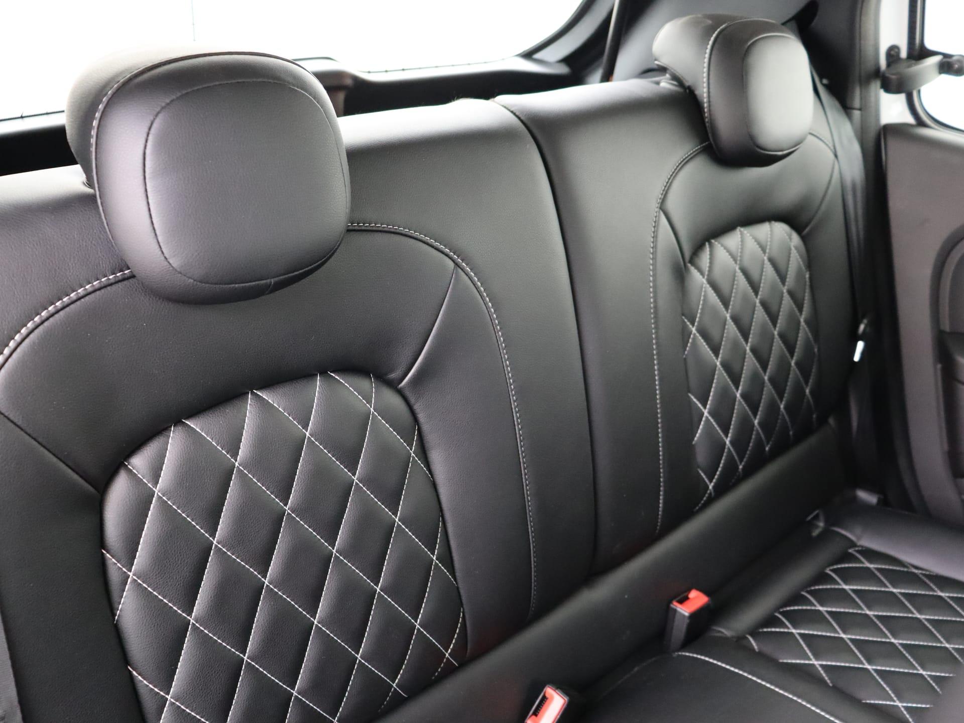 Interieur bestuurderszijde vanaf de achterbank