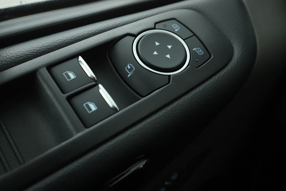 carDetails.imgAlt.highlight.6