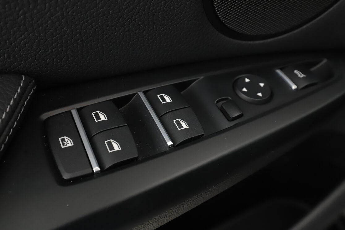 carDetails.imgAlt.highlight.7